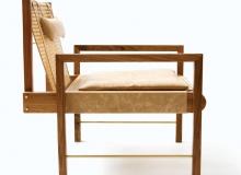 Poltrona com opções de madeira: Tauari, Freijó, Ebanizada ou Imbuia. Palha na cor Natural. Couro natural ou couro envelhecido. Medidas em cm: 63 x 72 x 75H.